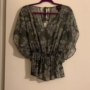 Perfect top for a night out! Only Worn once!!